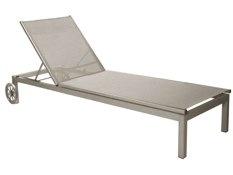 Chaise longue bain de soleil thema coloris taupe for Chaise taupe conforama