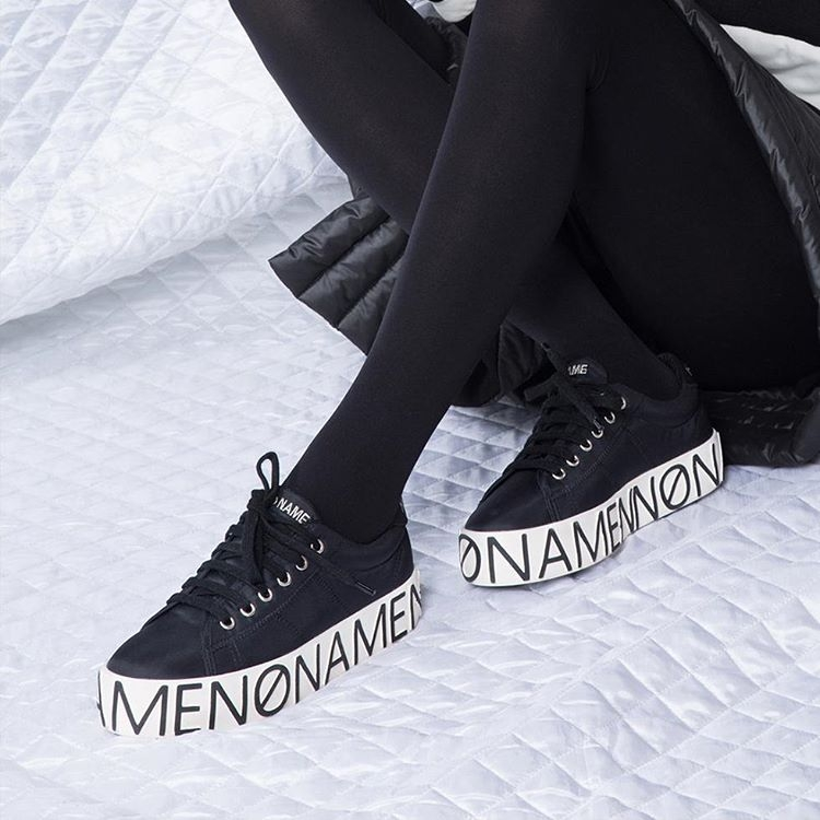 sneakers noires semelle blanche grav e no name pickture. Black Bedroom Furniture Sets. Home Design Ideas