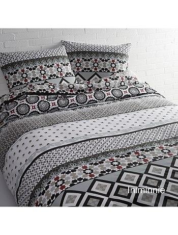 parure de lit imprim e motifs g om triques kiabi pickture. Black Bedroom Furniture Sets. Home Design Ideas