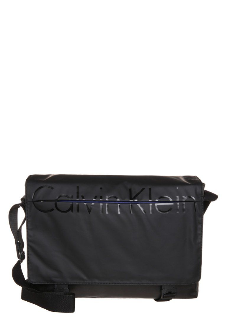 calvin klein jeans logan sac bandouli re black calvin klein jeans pickture. Black Bedroom Furniture Sets. Home Design Ideas